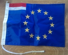 EU Flagge mit kleiner holländischer Flagge links oben 30x45cm