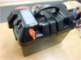 Batteriegehäuse 420 x 250 x 320mm Mit Batterieüberwachung und 1x 12V Steckdosen und 1 x USB Steckdose