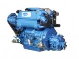 Dieselmotor Solé SK 60 mit 4 Zylindern 60 PS mit Saildrive Technodrive SeaProp 60, R 2.15 und Polyester Fundament
