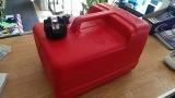 Kraftstofftank aus Kunststoff für 11,3 Liter mit Kraftstoffanzeige im Deckel